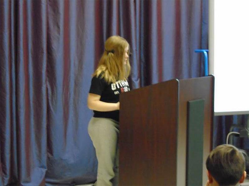 """Figure 7: Student presenting her essay at """"Après-midi des auteurs"""""""