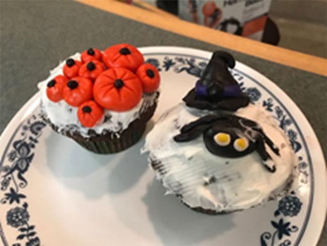 Figure 8 : Petits gâteaux préparés et décorés par les élèves pour l'Halloween