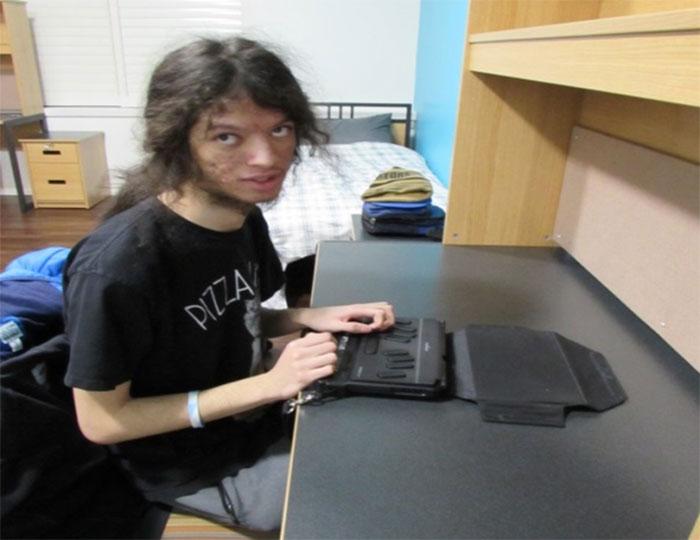 Figure 29 : Élèves du secondaire utilisant un micro-ordinateur Braille