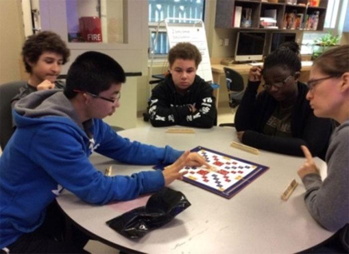 Des élèves jouent à «Mathable»