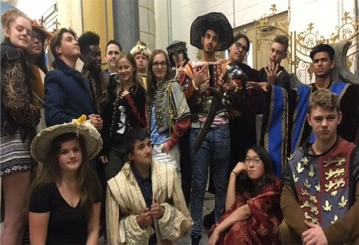 Élèves assistants à la production de Roméo et Juliette